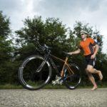 atleta em um treino para triathlon