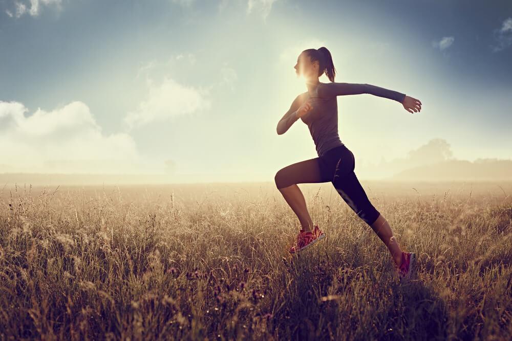 corredora mostrando o que é assessoria esportiva