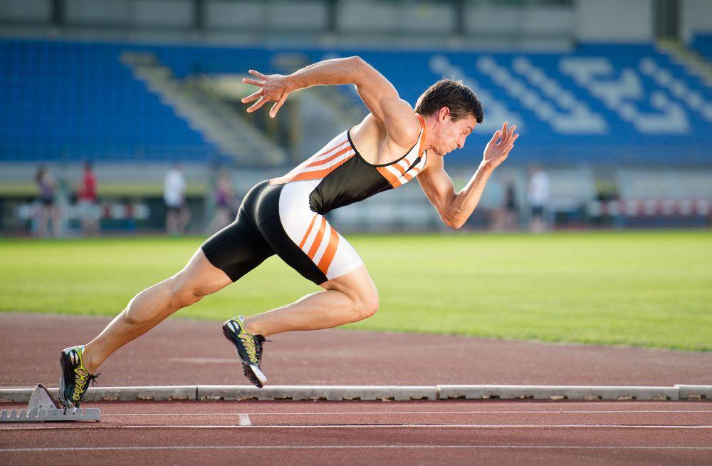 homem fazendo treino intervalado